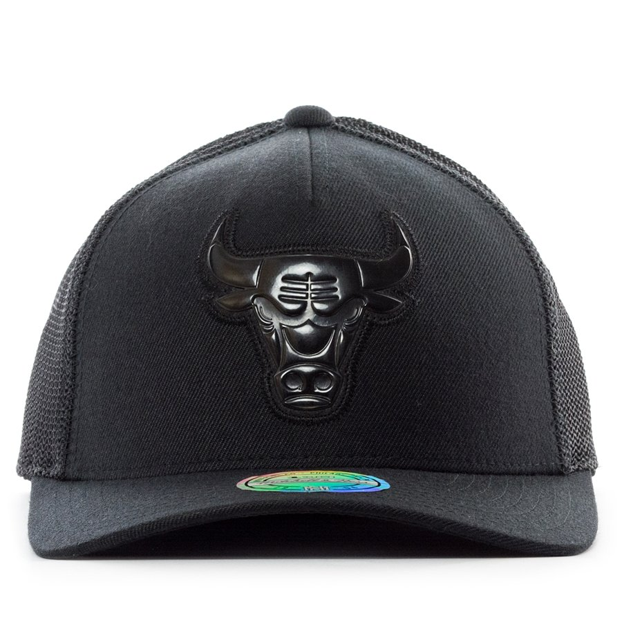 39194fe963d65b ... Mitchell and Ness snapback Zig Zag Trucker Chicago Bulls black Click to  zoom ...
