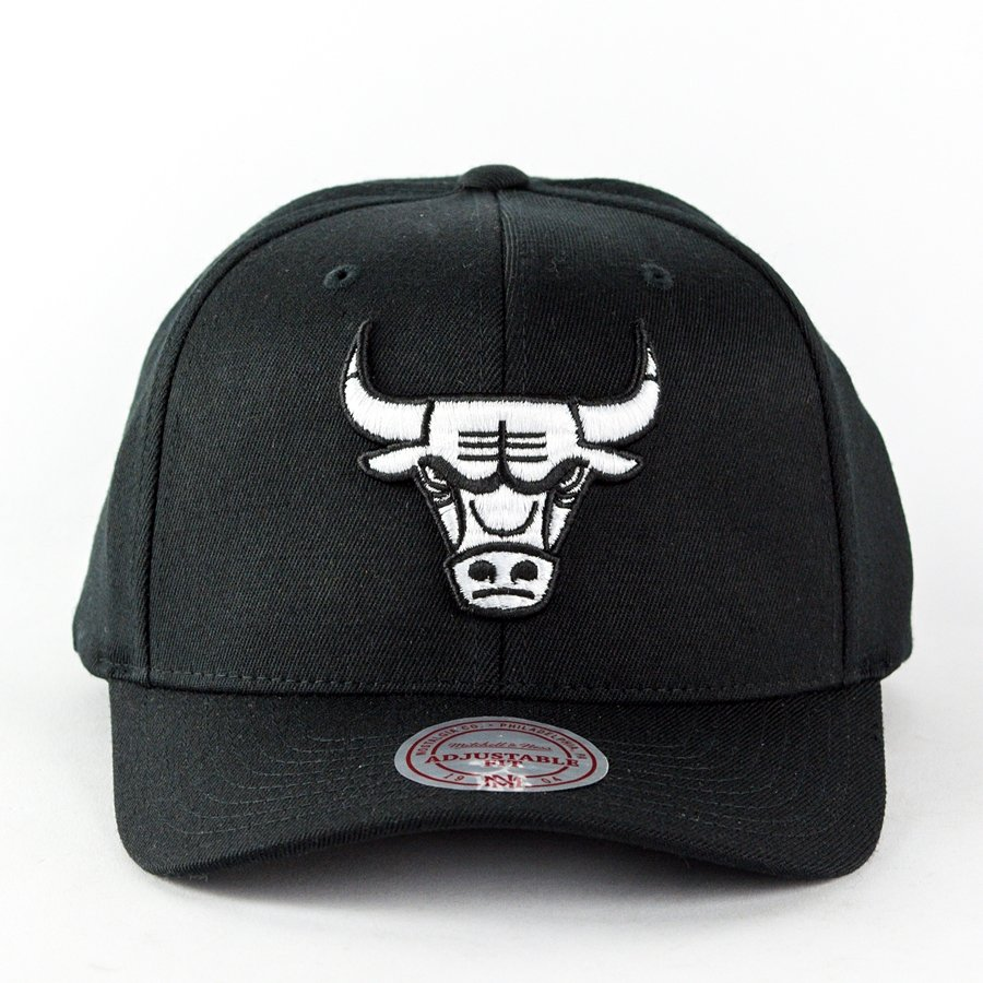 e90feac503e Mitchell and Ness dad cap Black and White Arch Chicago Bulls black Click to  zoom ...