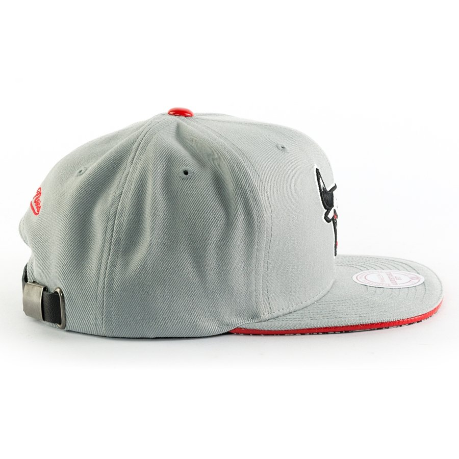 004ff7141f1 ... Mitchell and Ness snapback Katrina 3 Pop Color Chicago Bulls grey   red  Click to zoom ...