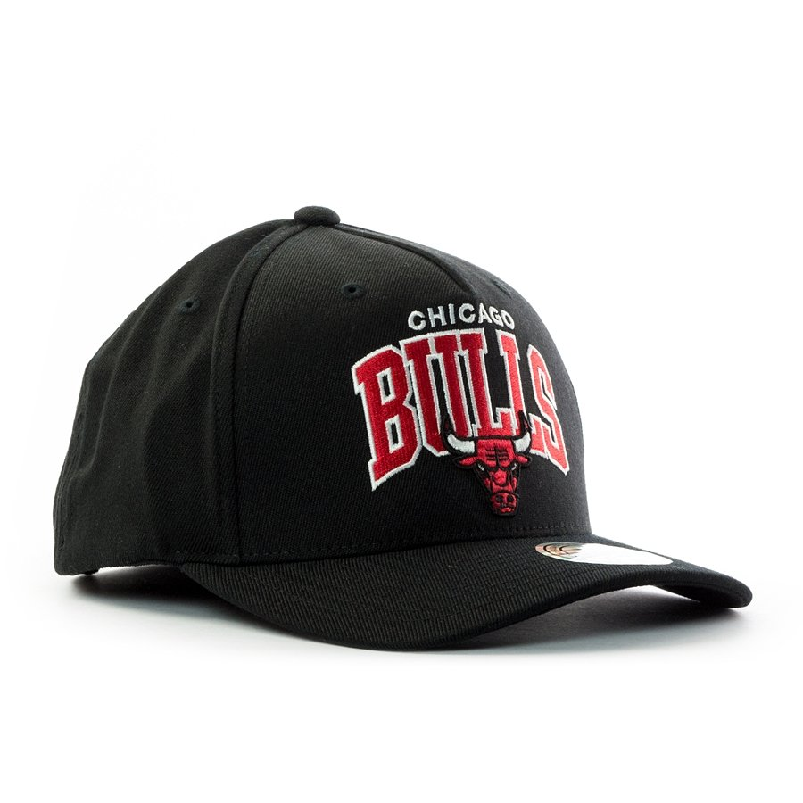 79a2ce647e3 ... Mitchell and Ness snapback Team Arch Pinch Panel 110 Chicago Bulls black  Click to zoom ...