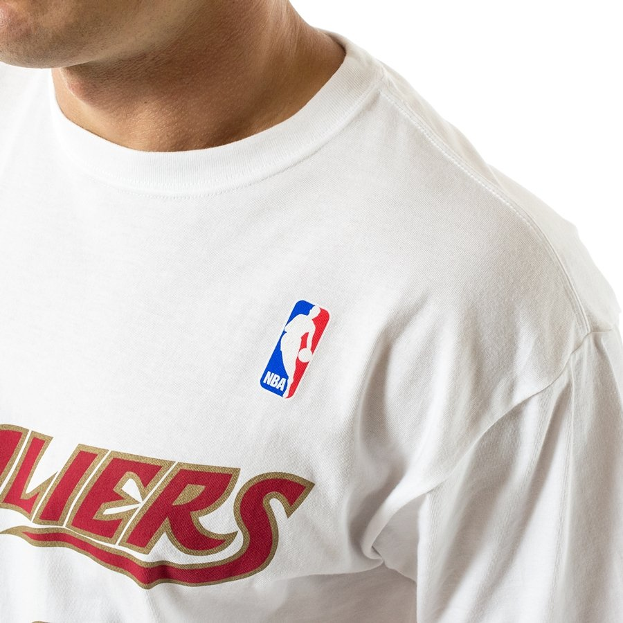 huge discount 16fde a5022 Mitchell and Ness t-shirt Player Name & Number Traditional LeBron James  Cleveland Cavaliers white