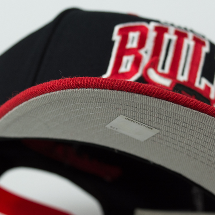Mitchell & Ness snapback Team Arch Chicago Bulls black / red