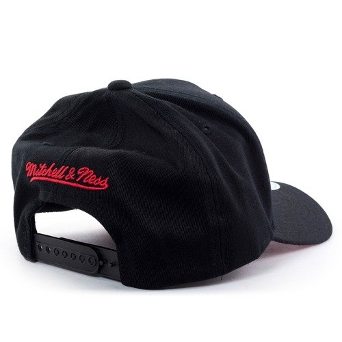 872757be0cc ... Mitchell and Ness snapback Courtside 2 110 Chicago Bulls black Click to  zoom. 1