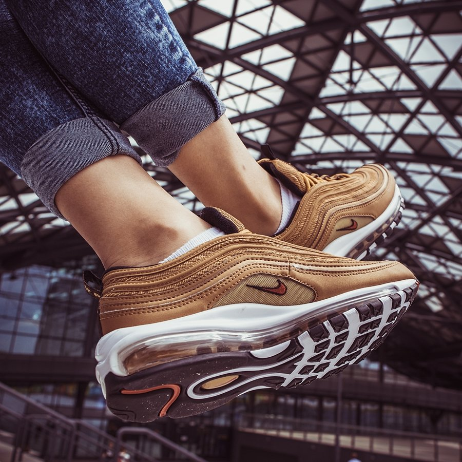 Buty WMNS Nike Air Max 97 OG QS metallic gold (885691 700) 40