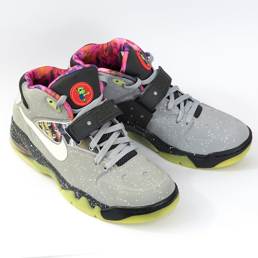 smelling girls nike air force
