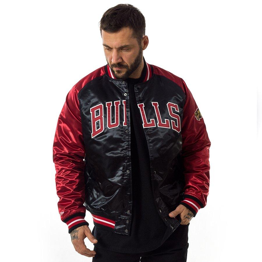 94f5c8c5e Kliknij, aby powiększyć · Kurtka męska Mitchell and Ness NBA Tough Season  Satin Jacket Chicago Bulls ...