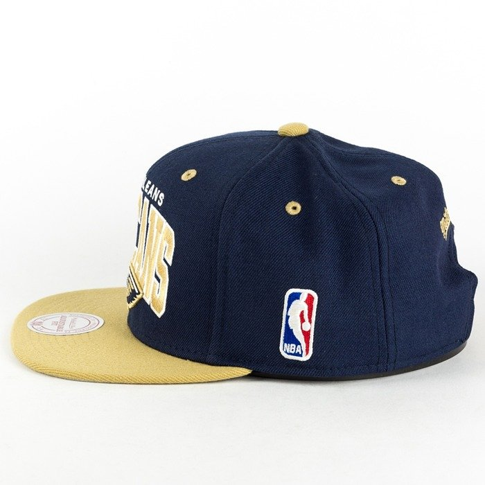 Czapka Mitchell and Ness snapback Team Arch New Orleans Pelicans navy / gold