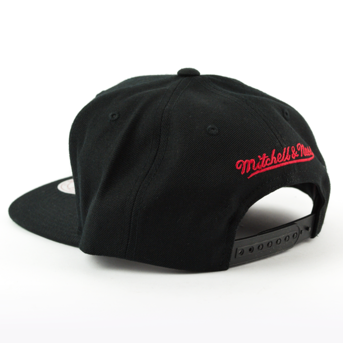 Czapka Mitchell and Ness snapback Wool Solid Chicago Bulls black