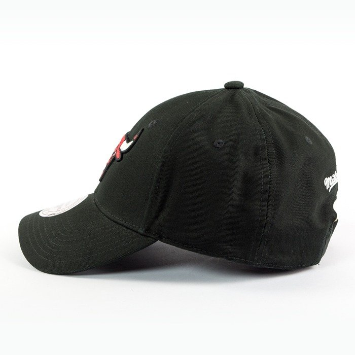 Czapka Mitchell and Ness strapback Team Logo Low Pro Chicago Bulls black